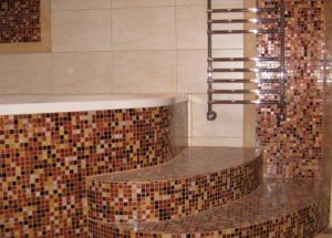 Облицовка стен мозаичной плиткой
