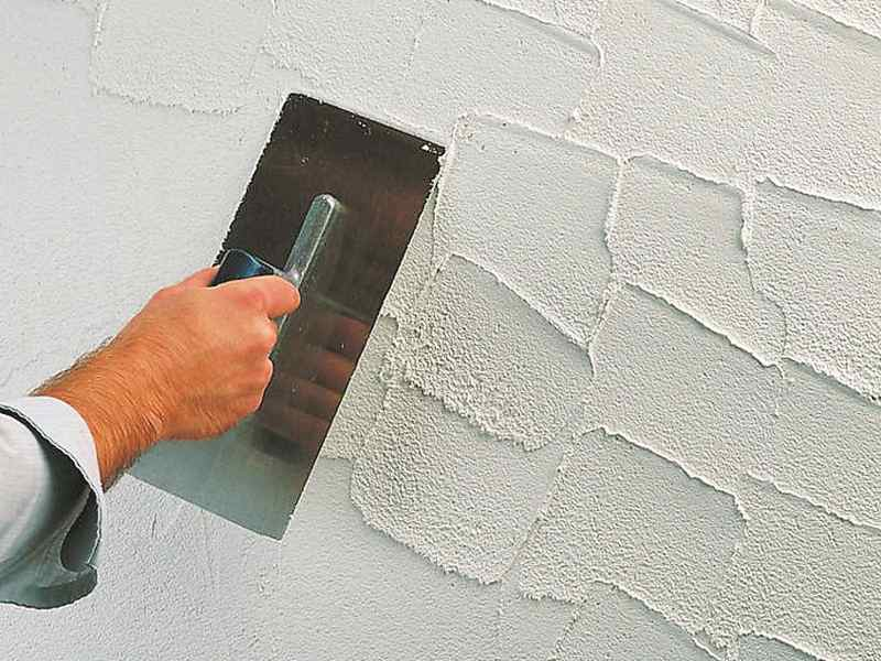 Apply-decorative-plaster-on-the-wall
