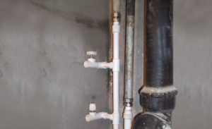 Врезка в водопроводный стояк