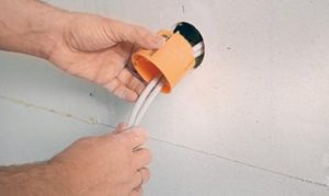 Отверстия для подрозетника или распаячной коробки выборка в гипсокартоне